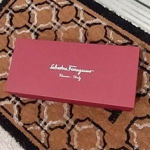 Shoe box and dust bag for flat shoes.